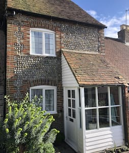 Arundel Cottage perfect for exploring the area
