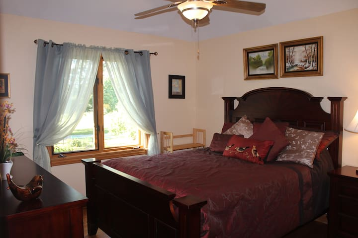 Private bedroom B in a Chicago suburb - Willow Springs - Casa