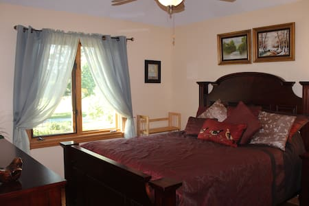 Private bedroom B in a Chicago suburb - Willow Springs