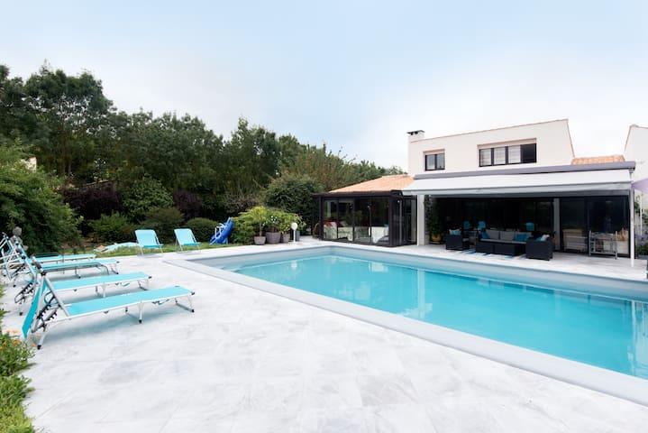 maison proche la Rochelle, piscine et tennis
