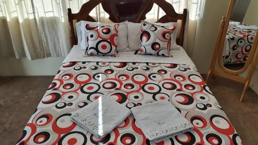 Master Bedroom/ Cuarto Master