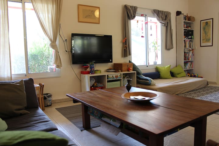 Lovely house in Moshav Udim - Udim - Casa