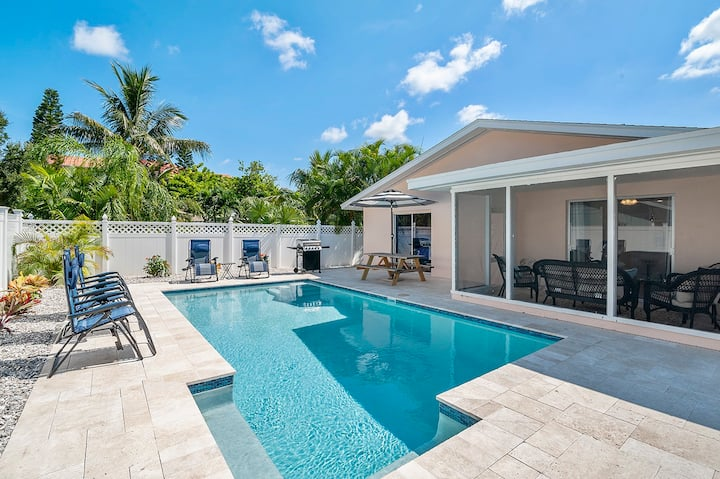 2 homes in 1! Ideal 4 large groups! 3 min 2 beach