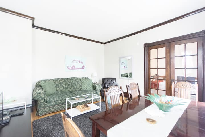 Charming and Funky Urban 5 Bedroom