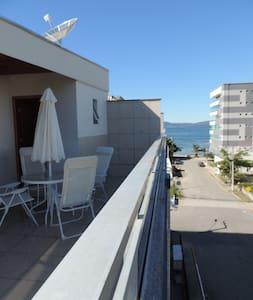 Lindo apartamento de cobertura na praia de Itapema