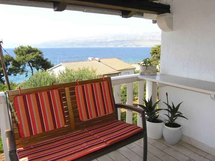 Appartement Au bord de mer, avec trois chambres à coucher, 150m du centre, à Postira - île de Brac, Le balcon, La terrasse
