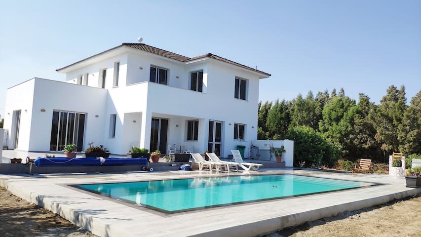 Kiti Village Villa (with Salt-water Pool)- Larnaca