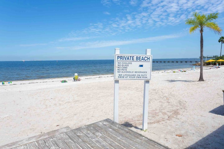 BEACH RETREAT CONDO W/ SUNSET-BAY VIEW (2nd Fl)404