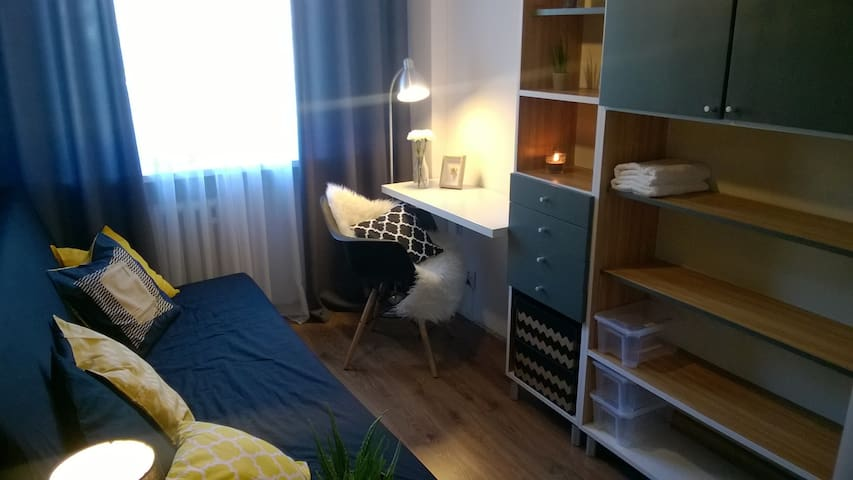 Nice room and opportuity to meet great people :) - Kraków - Leilighet