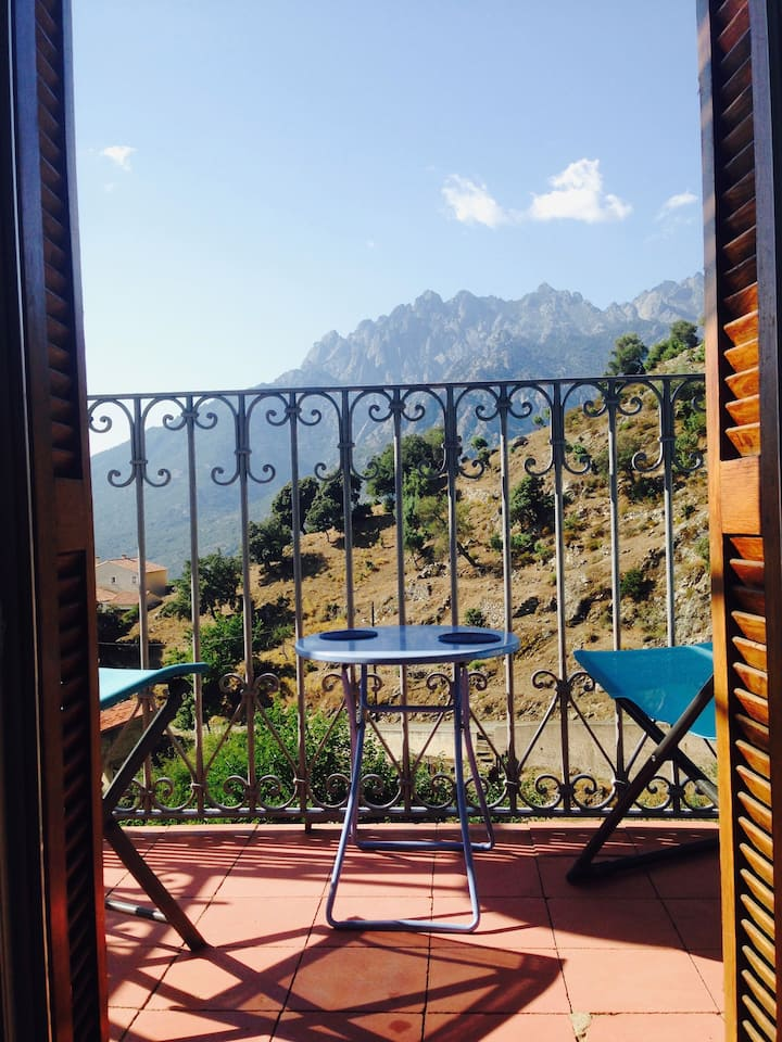 Cosy, quiet house in a Corsican village,