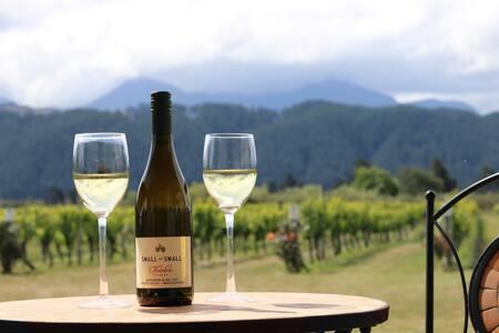 The Lodge at Te Kainga Estate - Stunning Views - Blenheim