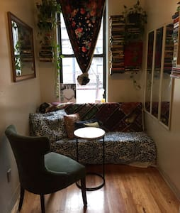 Beautifully tiny St. Marks Studio - New York - Apartment