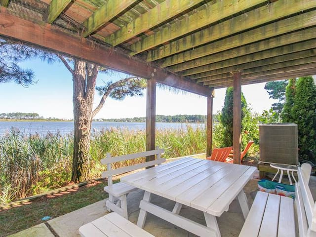 SP007: Water views from this 3BR Salt Pond TH - Community pool, tennis & golf!