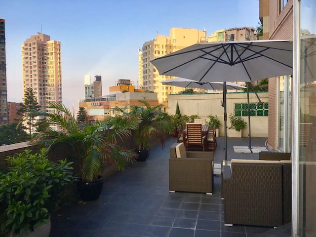 Bright, central 2BR flat with big outdoor space - Χονγκ Κονγκ - Διαμέρισμα
