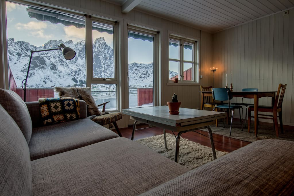Livingroom with view of the Ballstad harbour and surrounding mountains