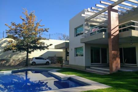 Casa Las Macetas, Planta Alta, Lomas de Comanjilla