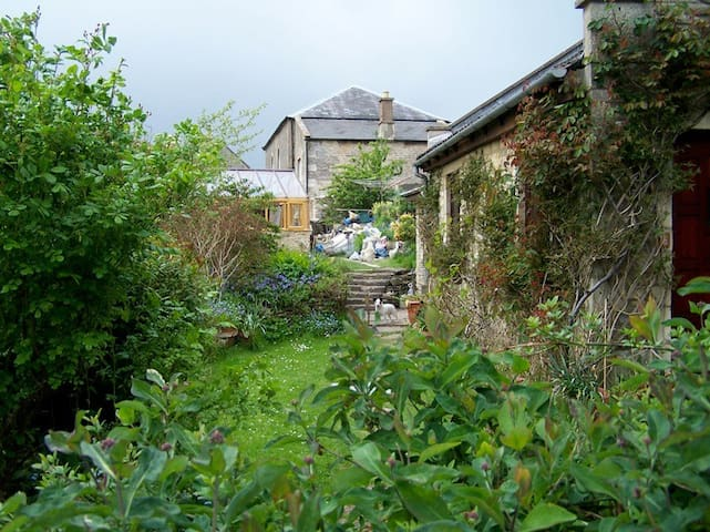 Double rooms, in rural  Cotswold village cottage - Colerne - Bed & Breakfast