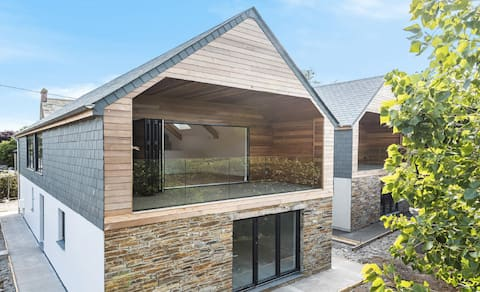 Entire House - sleeps 8 - close to Padstow