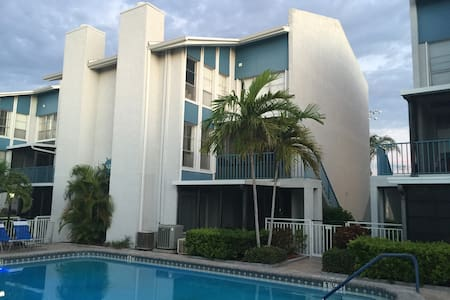 Enjoy Bay & Beach House @ Madeira Beach Yacht Club - Madeira Beach