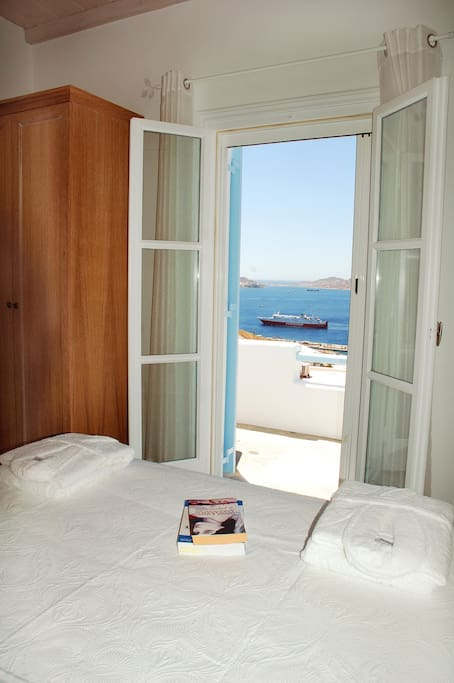 Bedroom with sea view and king size bed
