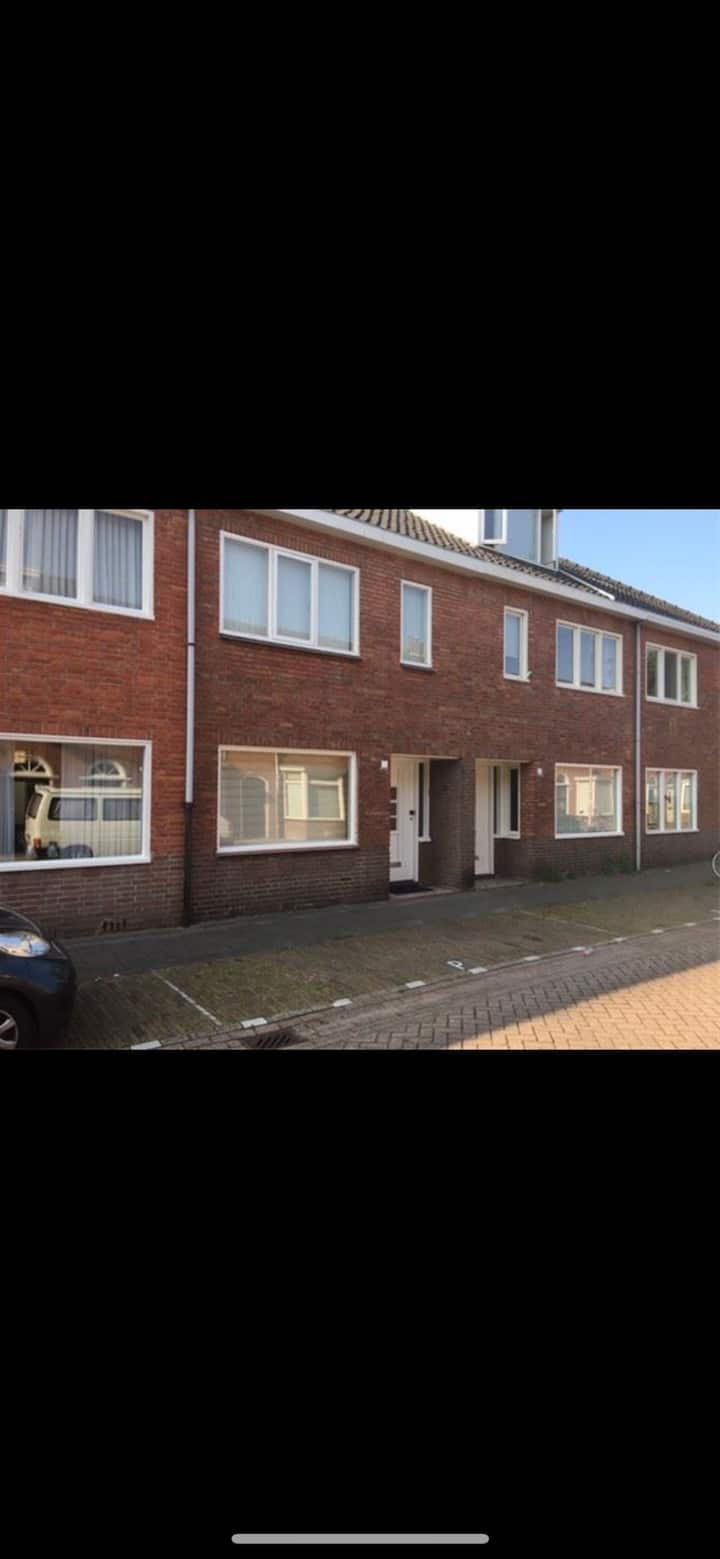 House near Tilburg centre/Piushaven/Efteling/train