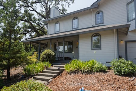 The Sonoma Grape Escape: 4 BD/2BA Wineries Nearby