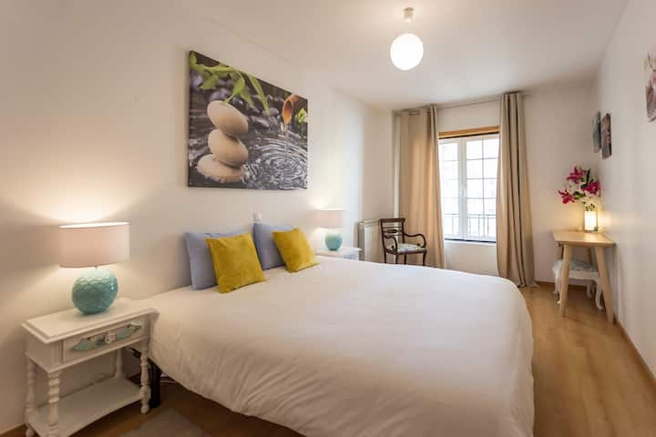 Suite with private bathroom in Alfragide in Lisbon