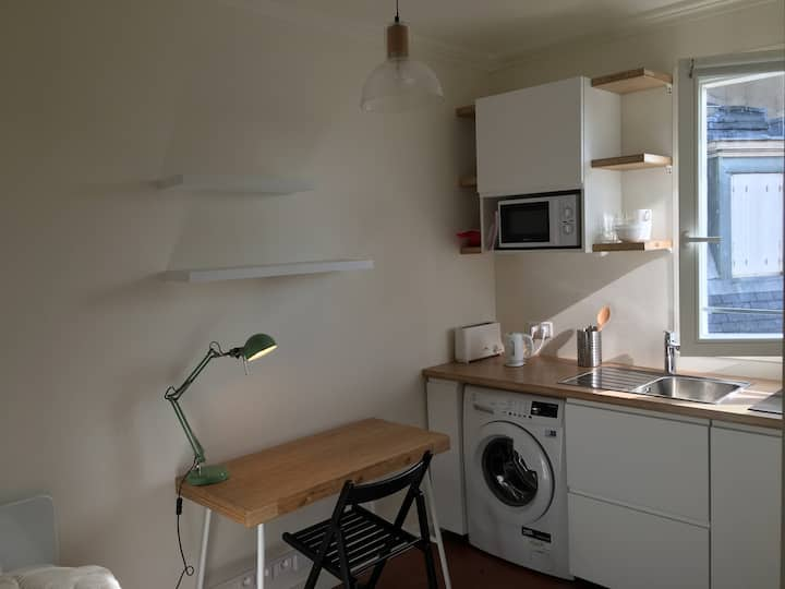 Bright & Cozy Brand New Studio near Montmartre