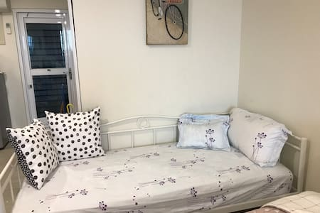 莉莉浪漫民宿~7人房、4張床、Play boy床墊、近火車站、阿里山巴士站、夜市、適合全家ㄧ起旅遊~