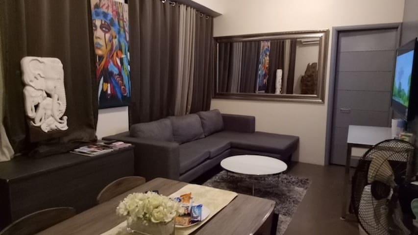 Elegant Penthouse type Decor Modern Updated Condo