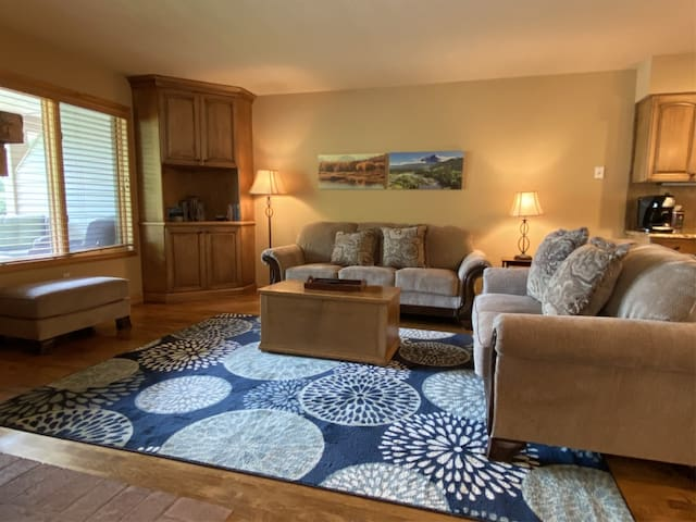 Mountain Harbor 148- Spacious 3 Bedroom Condo with lake access