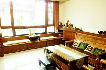 Zen House 禪居  近臺中高鐵站,至中部各大景點交通便利~ - 臺中市