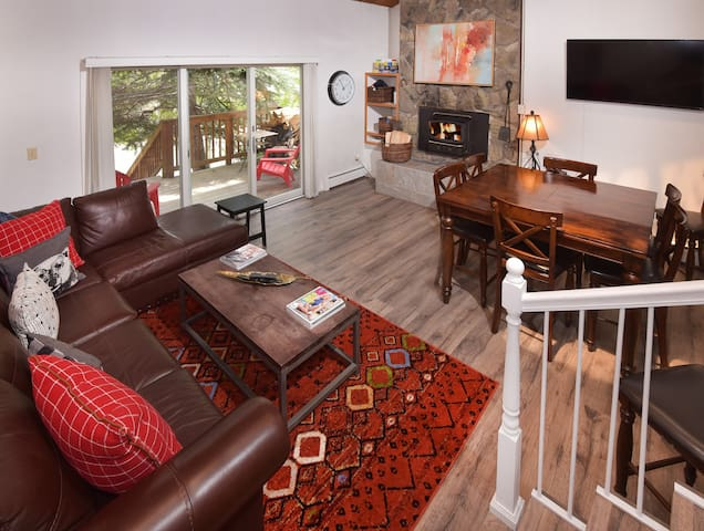 Family Friendly Townhome - Steps to Free Bus Stop