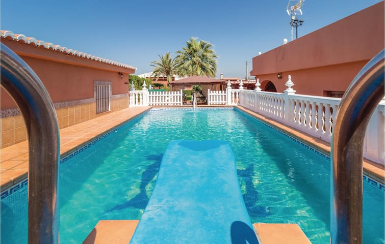Holiday cottage with 3 bedrooms on 130m² in Motril