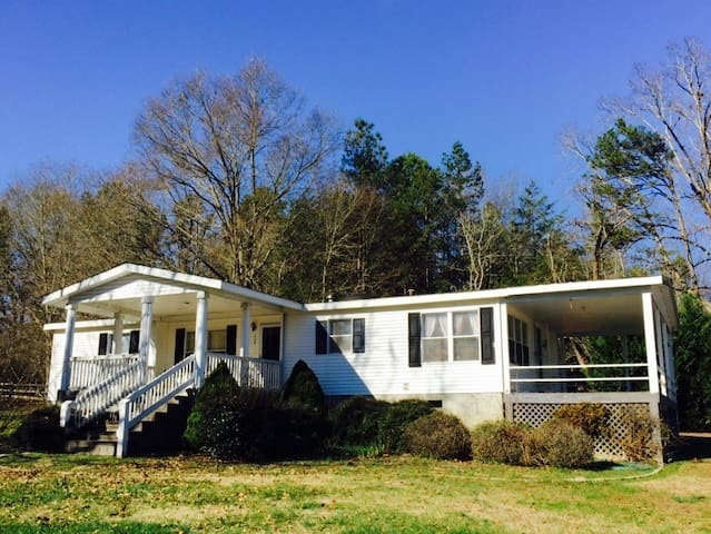 Quaint Guest house on horse farm - Enoree - Huis