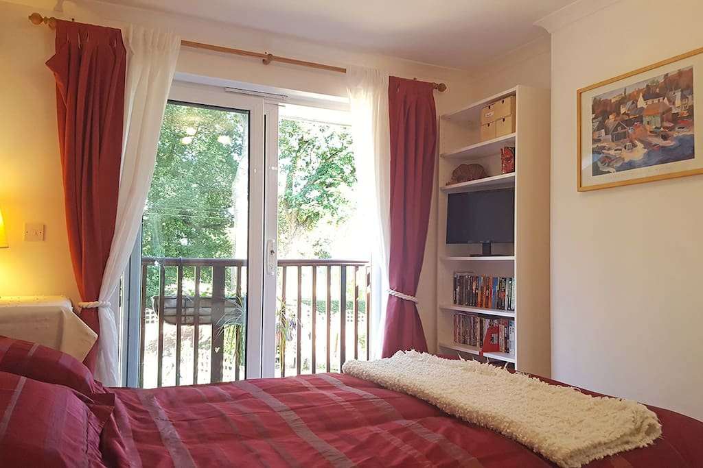 Spacious studio suite with sliding doors to the balcony