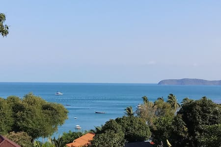 Amazing 2 b/room sea view beach house in paradise
