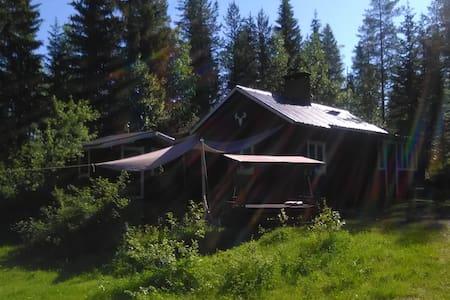 Waldhütte in traumhafter Natur- & Seenlandschaft