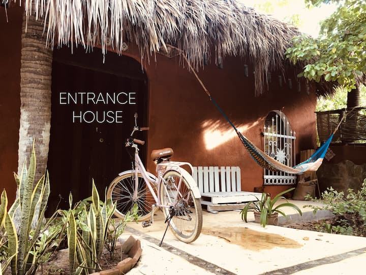 - BEAUTIFUL HOUSE LOFT ONE MINUTE FROM THE BEACH -