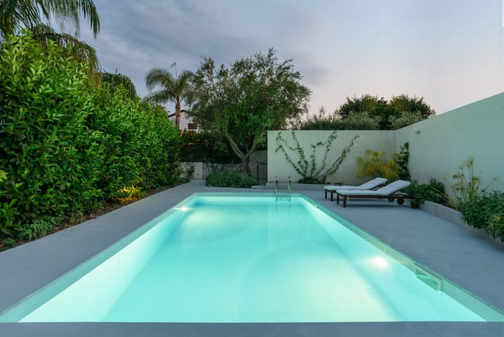 Fab Apartment: Pool, Garden & Sea