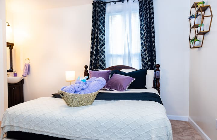 Purple & Plush - Private Room by Downtown Norfolk