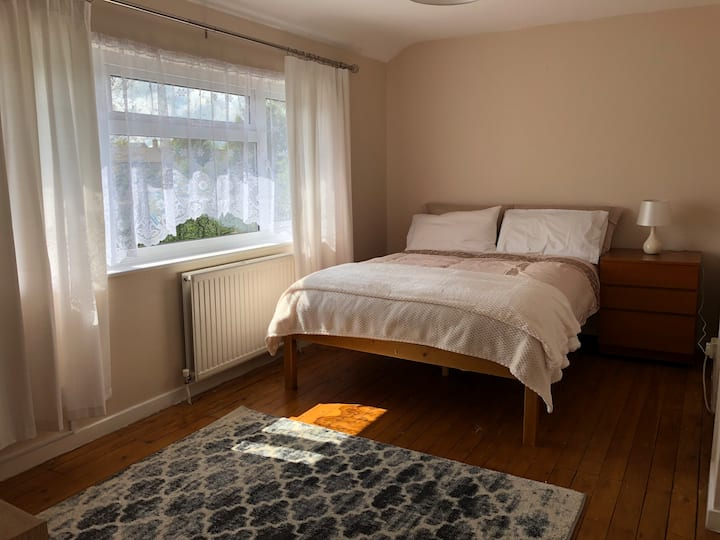 Clean & Cosy Double Room with Parking