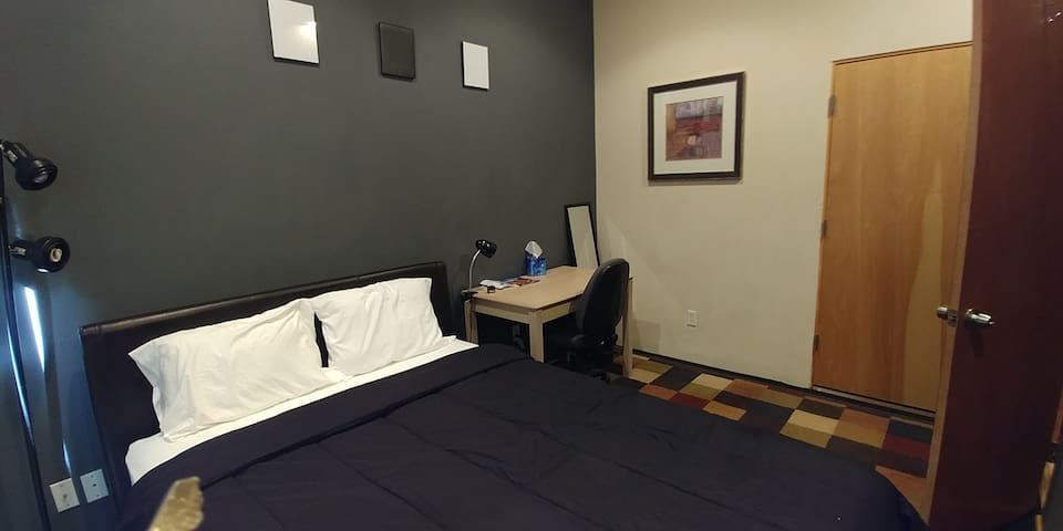 BEST LOCATION! Downtown Guest Room. FANTASTIC RATE