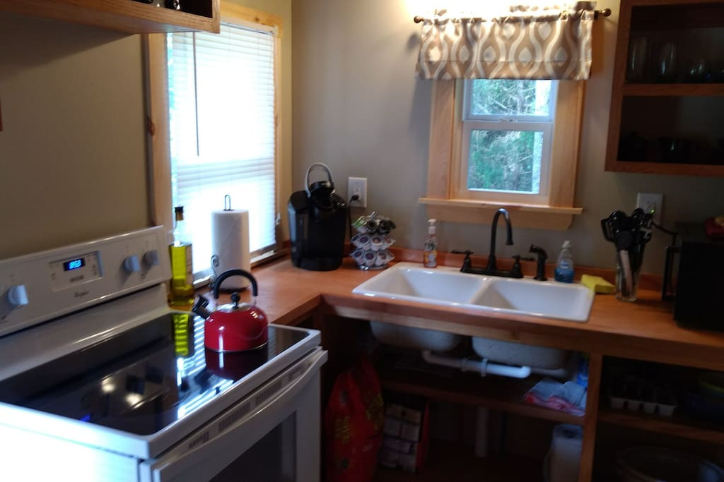Full kitchen with lots of extras!