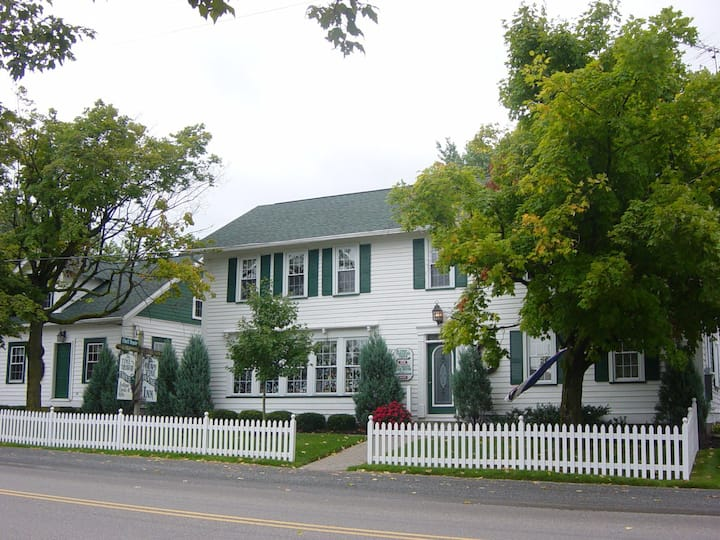 Grapevine House in Heart of Amish Country