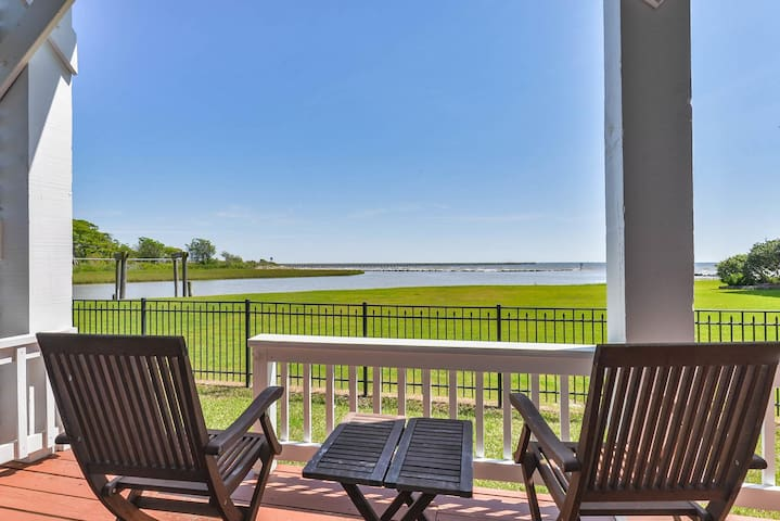 WATERFRONT | BAY VIEW | MASTER SUITE | 2 KING BEDS | BY KEMAH