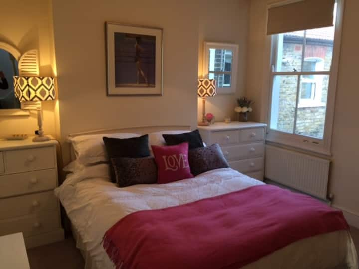 Homely double bedroom in Fulham