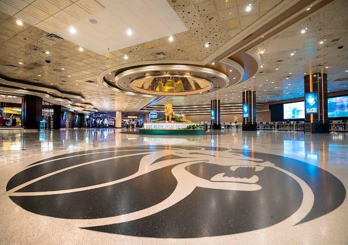 Luxury condo / Las Vegas MGM Signature