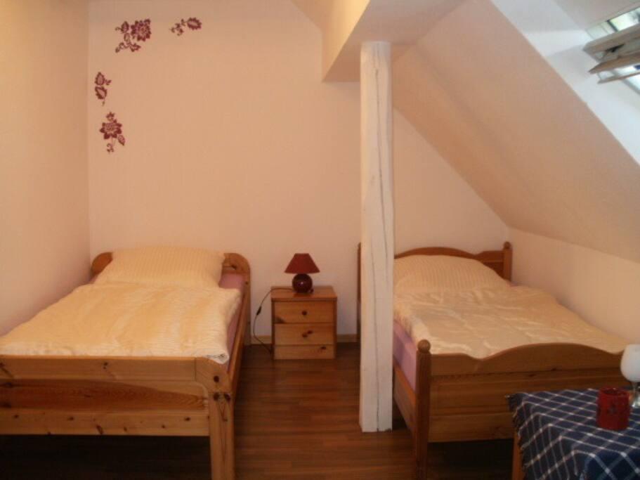 Schlafzimmer 3 mit zwei getrennten Betten