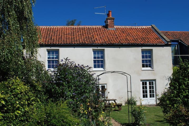The Old Bakery, Burnham Thorpe sleeps 8